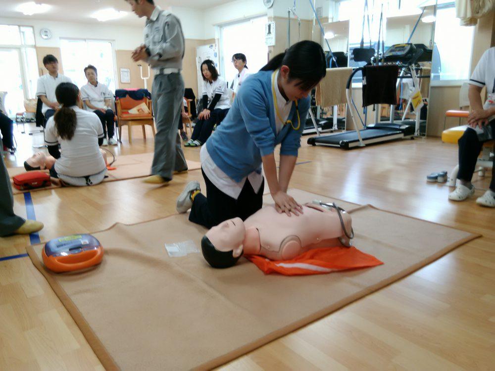 伊達消防署の協力で救急救命講習を行いました。